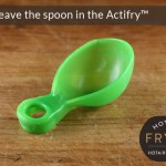 Do not leave the measuring spoon in the Actifry pan